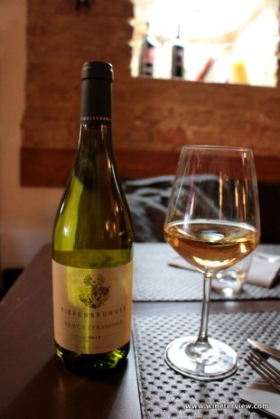 tiefenbrunner, tiefenbrunner gewurztraminer, vino alto adige, italian white wine, alto adige wine, siena, piazza del campo, toscana,тоскана, сиена, пьяцца дел кампо, tuscany, piazze d'Italia, il bigelli, il bigelli siena, ristorante siena, ristorante buono a siena, osteria del bigelli, vino bianco, white wine, gewurztraminer