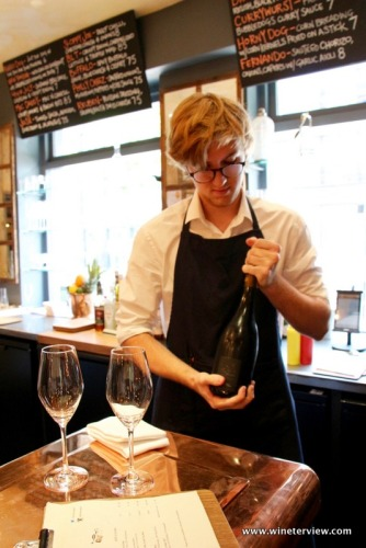 hayden victor, sommelier, bubble dogs, bollicine, champagne, wine lover, champagne lover, bobble dogs londra, bubble dogs london, london, london wine bar, wine bar, champagne bar, champagne and hot dogs, hot dog, wine and food, abbinamento cibo vino, london for wine lovers