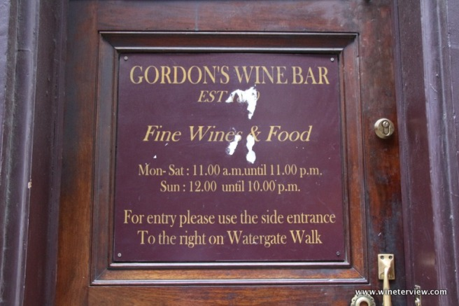 gordon's wine bar, gordon's london, wine bar, london wine bar, oldest wine bar in london, londra vino, gerard menan, wine lover, wine tasting, lebanese wine, lebanon wine, vino lebanon, red wine